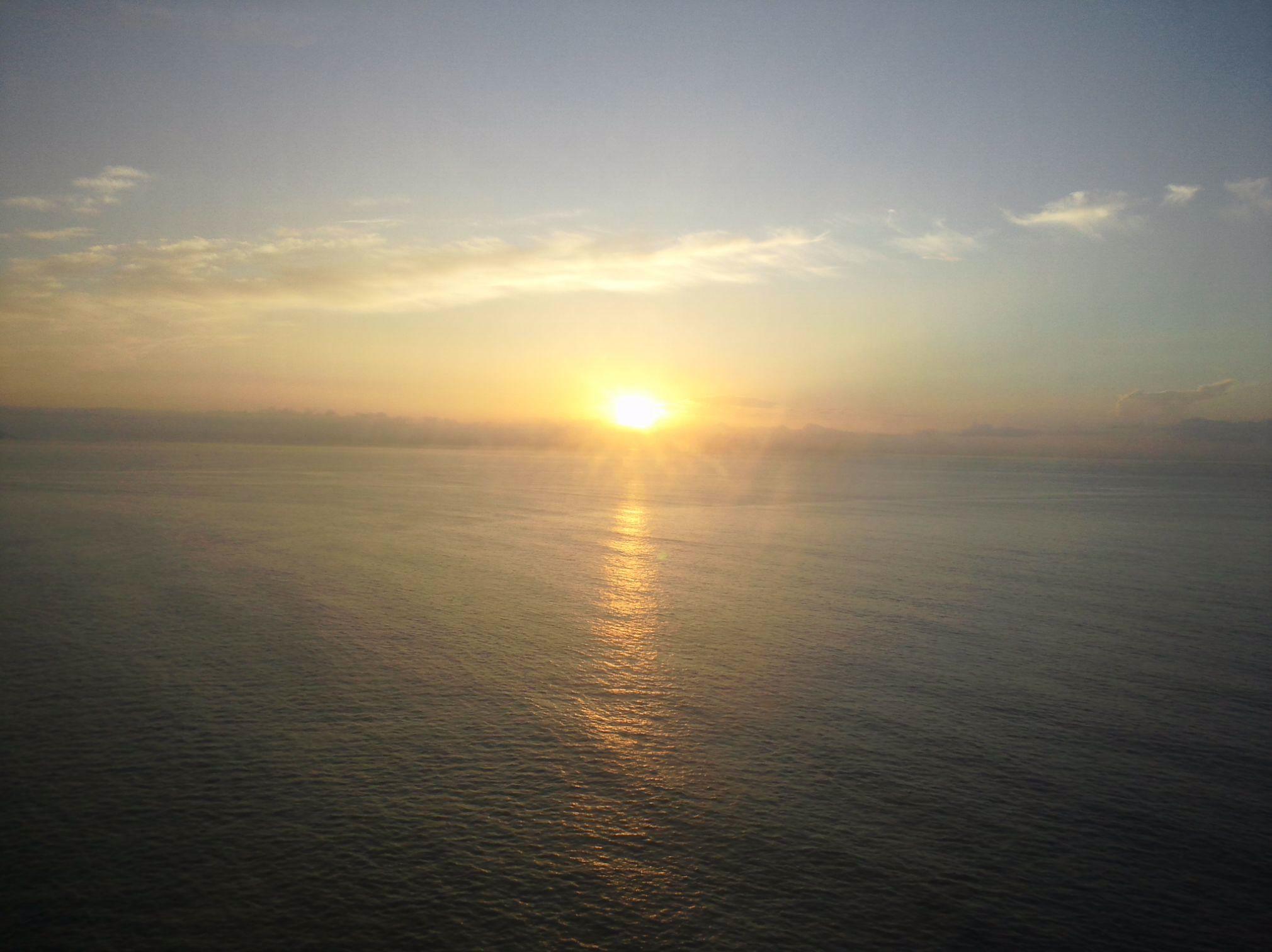 駿河湾からの日の出